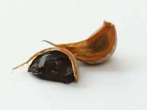 black garlic cloves